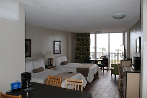 Ocean View (corner balcony) - Two Double Beds Picture 3